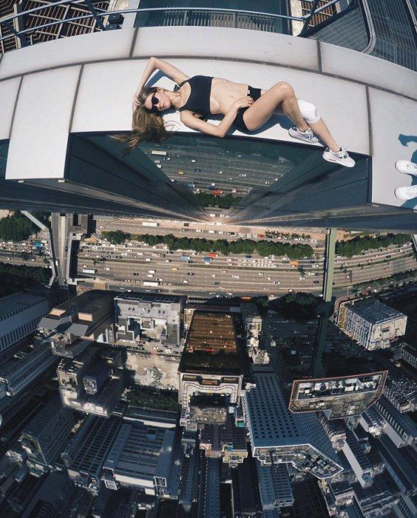 Самые крутые селфи от Анжелы Николау – риск и красота