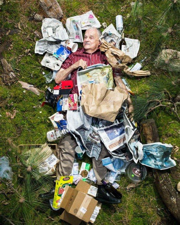 Серия фото «7 дней мусора», мотивирующая уменьшить засорение окружающей среды