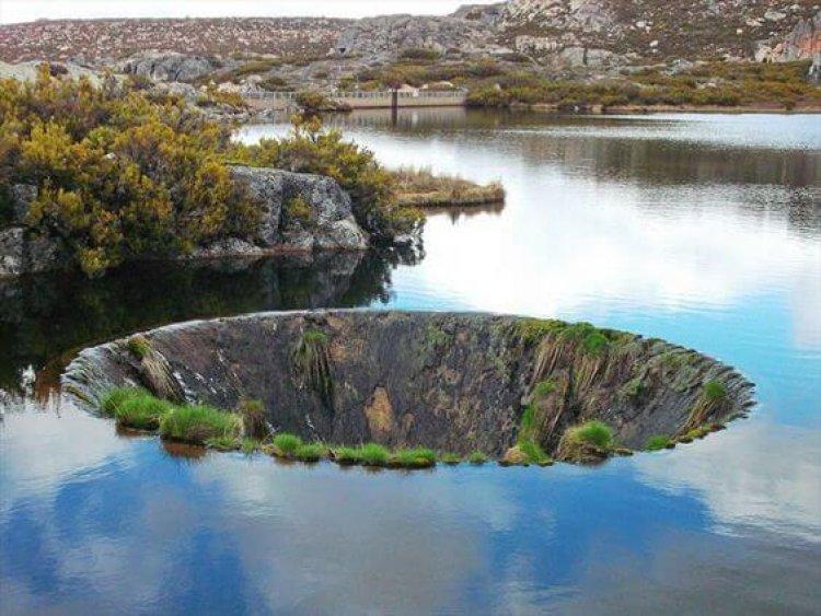 Портал в воде - другое измерение: секрет необычной воронки на горном озере в Португалии