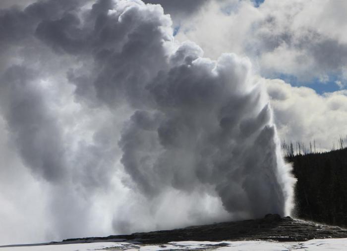 Удивительное природное явление – извержение снегом