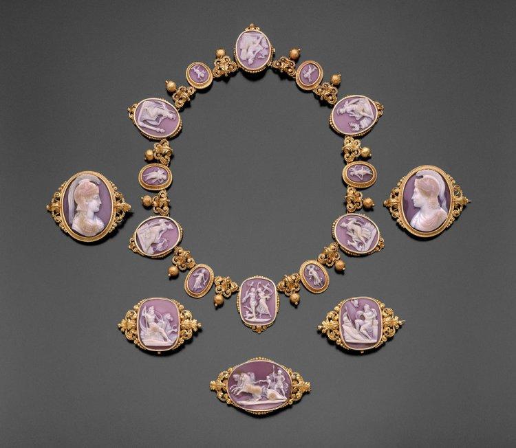 В Бостоне открылась выставка произведений ювелирного искусства прошлых веков