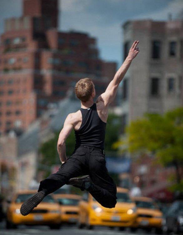 Застывшее движение: чудеса хореографии в общественных местах Нью-Йорка