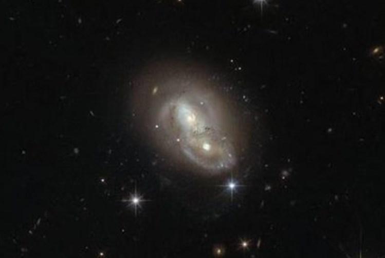 Уникальный кадр слияния двух галактик