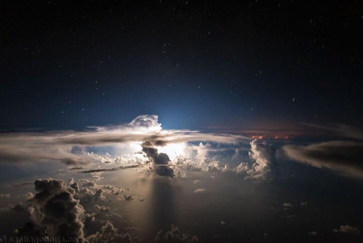 Завораживающие кадры, сделанные из кабины самолета