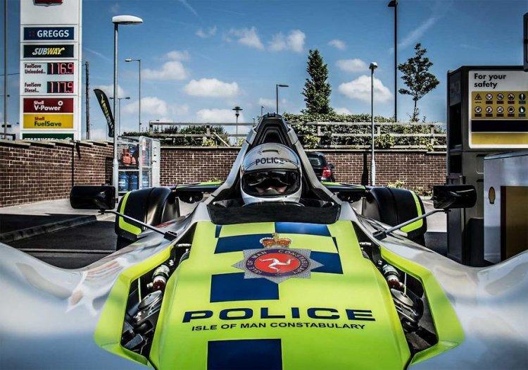 Британские полицейские будут охранять общественный порядок на гоночных машинах
