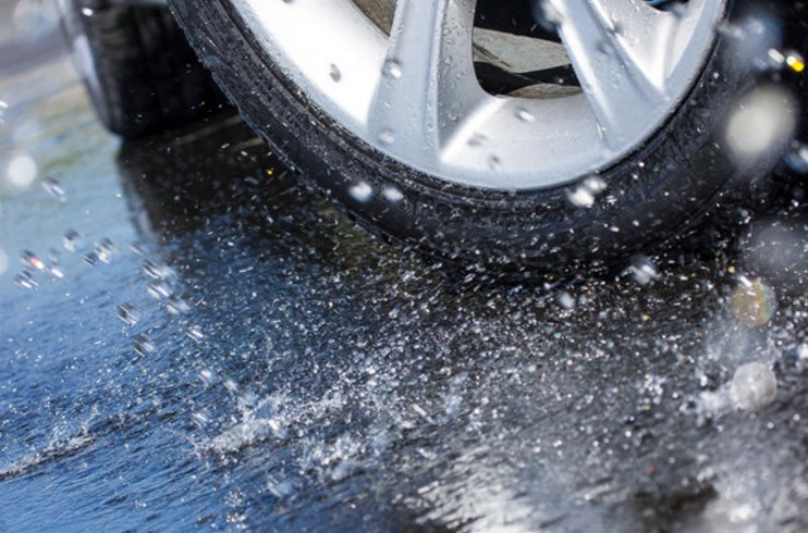 Как определить износ автомобильных покрышек и когда их менять?