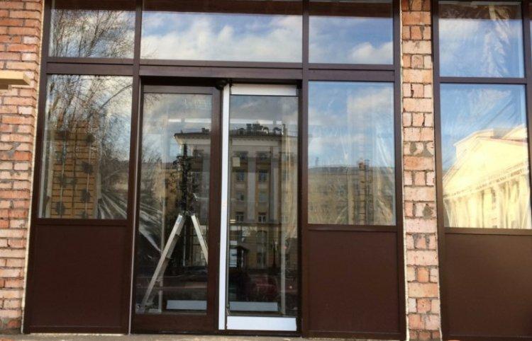 Изготовление алюминиевых дверей и монтаж