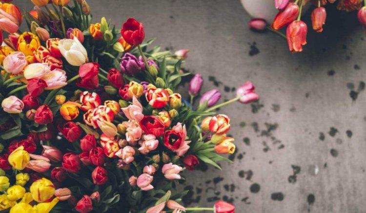 Что собой представляет доставка цветов?