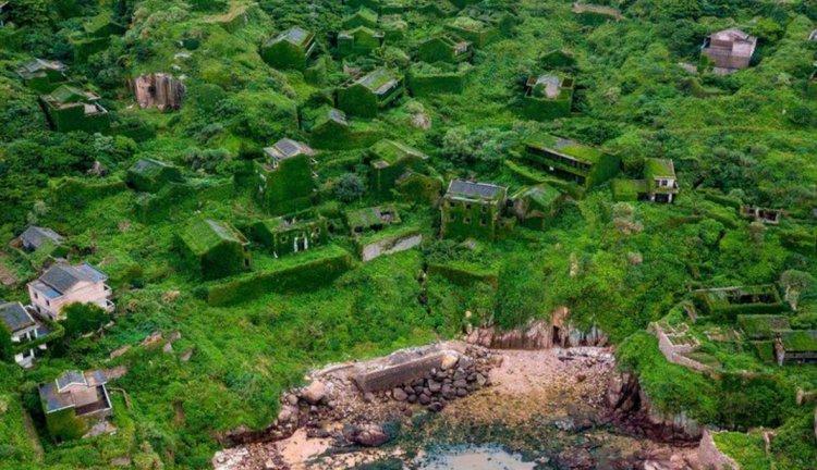 Природа вернула власть над бывшим поселением в Китае 2