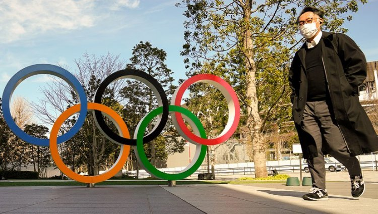 Эпидемия коронавируса заставила изменить правила эстафеты Олимпийского огня - дело с фонариком